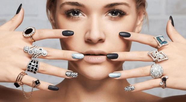 Razones significativas por las que usted debe comprar joyería de acero
